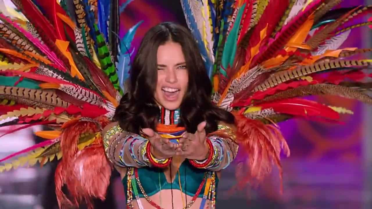 adriana-lima-queen-victoria-secret-2