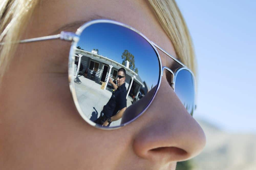 travel-women-sunglass