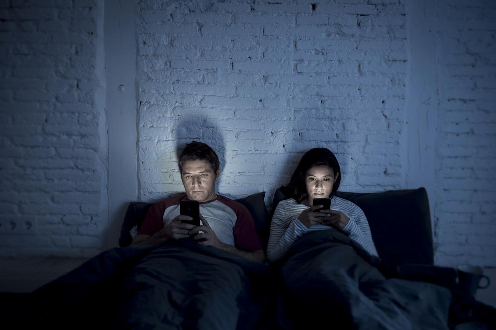 Social-Media-ruin-relationship